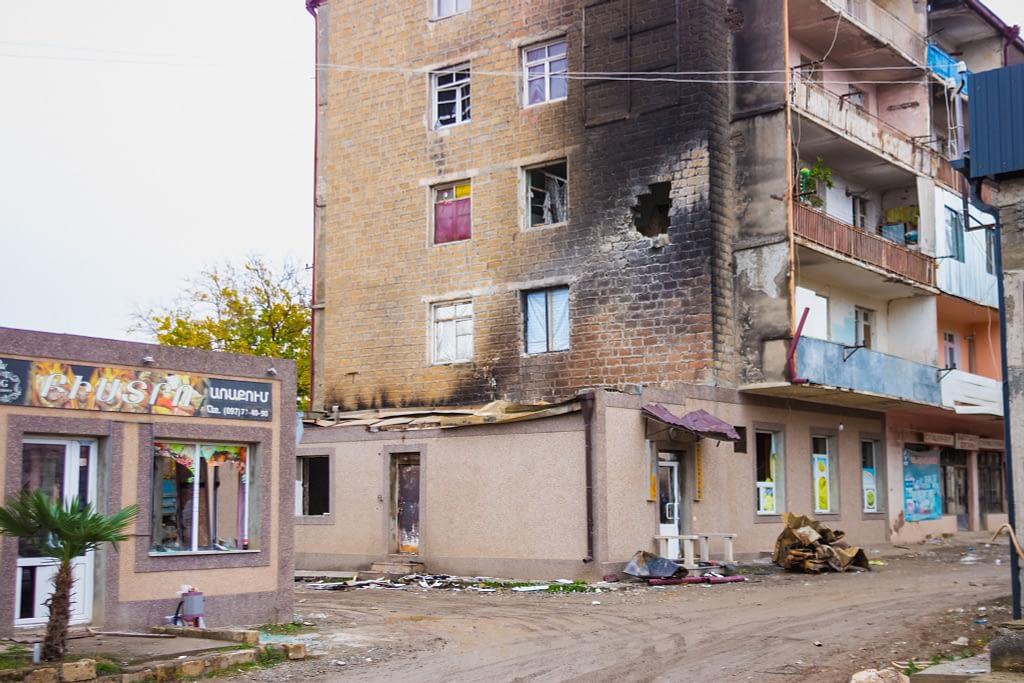 Разрушенный дом в Мартакерте