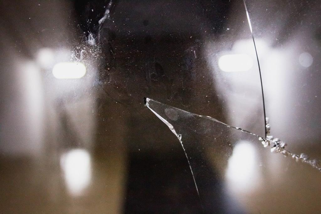 Разбитое стекло мэрии Мартакерта
